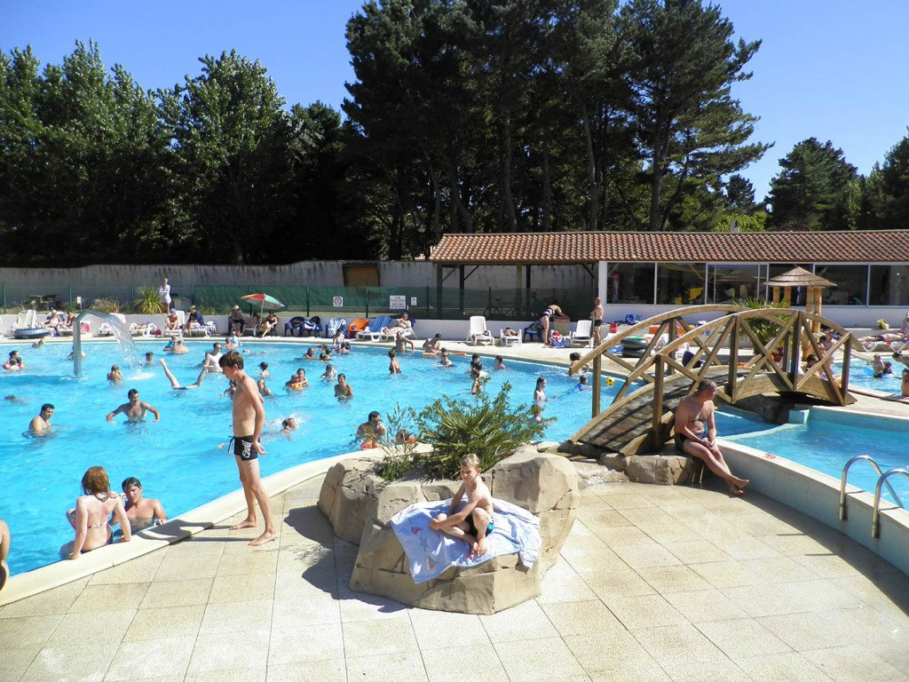 Swimming pool complex camping saint jean de monts la yole for Camping piscine vendee