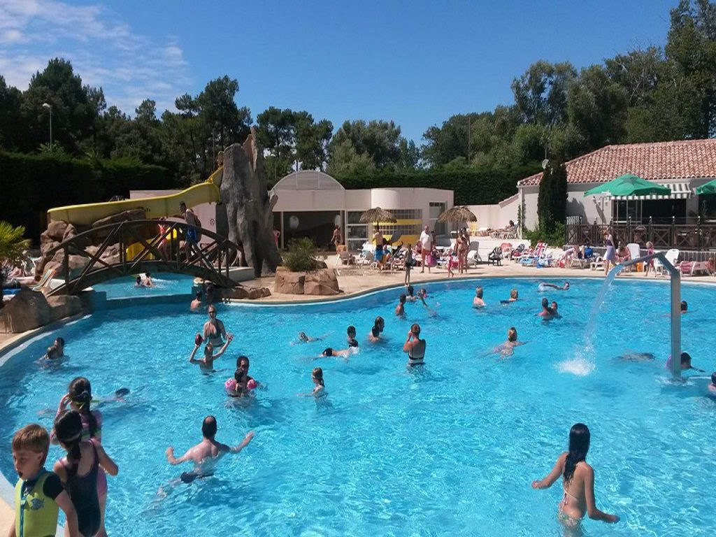 Espace aquatique camping saint jean de monts la yole for Camping mont saint michel piscine couverte